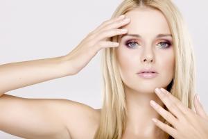 Cum tratăm în mod natural excrescențele de pe piele: negi, veruci, papiloame