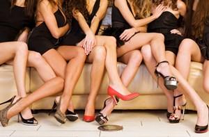 Sfaturi si tratamente pentru durerile de picioare cauzate de pantofii cu toc