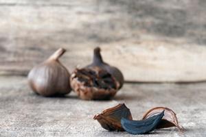 Ce este usturoiul negru?